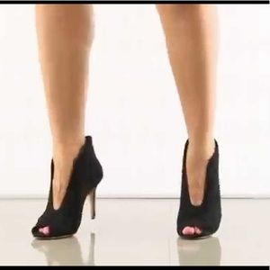 Vince Camuto sexy heels!! Retail $250!!